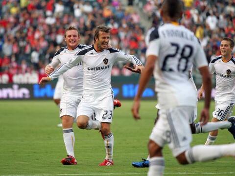David Beckham y Edson Buddle anotaron para darle al Galaxy de Los Angele...