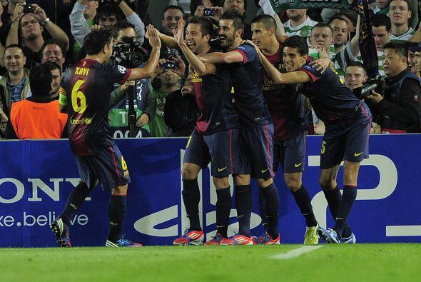 Un centro dirigido al arco rival fue tocado con el pie por Jordi Alba, l...