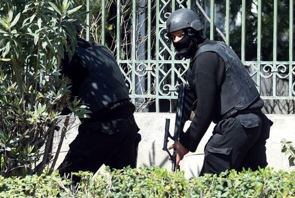 Tres supuestos yihadistas vestidos con uniformes militares se cree que i...