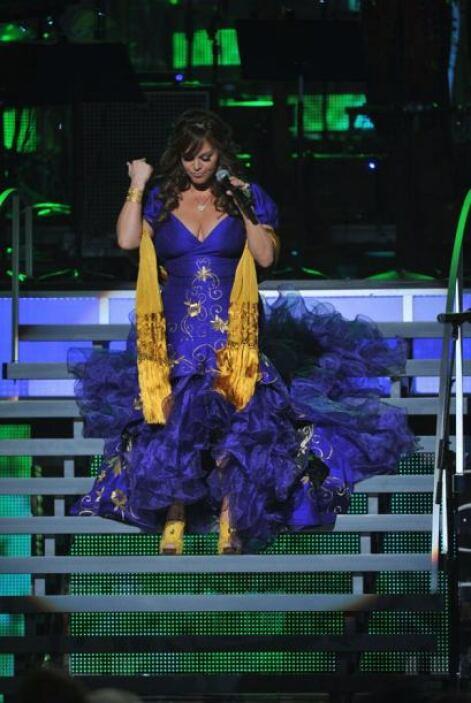 Cuando Rivera terminó de cantar este gran tema, la gente se volvió loca...