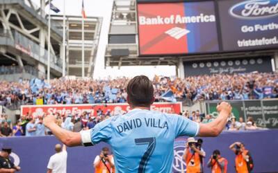 David Villa celebra un gol con su afición en el Yankee Stadium