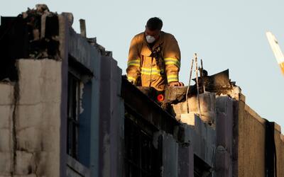 Vecinos aseguran que devastador incendio del almacén en California era u...