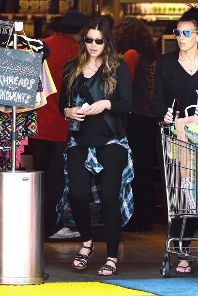 La hermosa Jessica Biel luce tremenda barriga de embarazo.