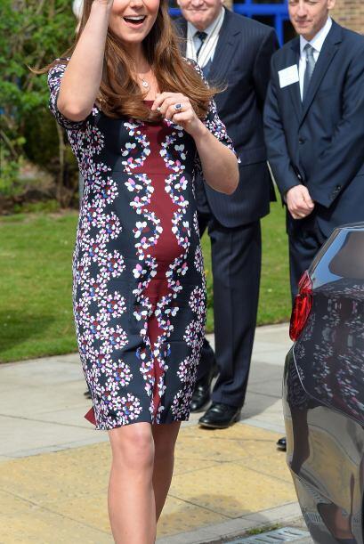 Vestido que por cierto dejaba ver su avanzado embarazo.