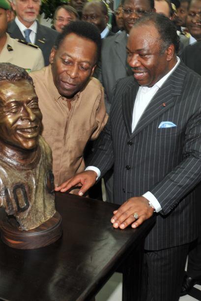 Pero lo mejor ocurió cuando apareció la estatua. Pelé quedó sorprendido...