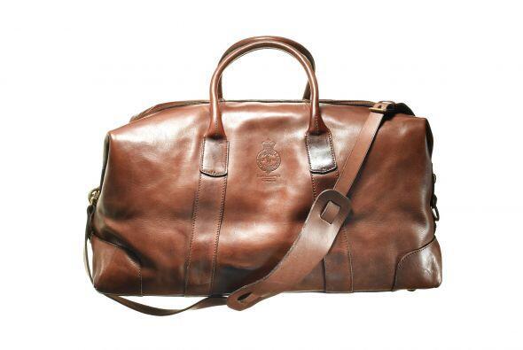 Y si de viajar se trata una maleta de piel y elegante diseño como...