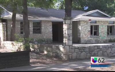 El cabildo de Austin discute soluciones para casas afectadas por las inu...