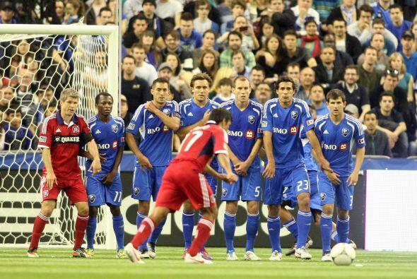 Pavel Pardo intentó hacer uno de sus clásicos goles de tir...
