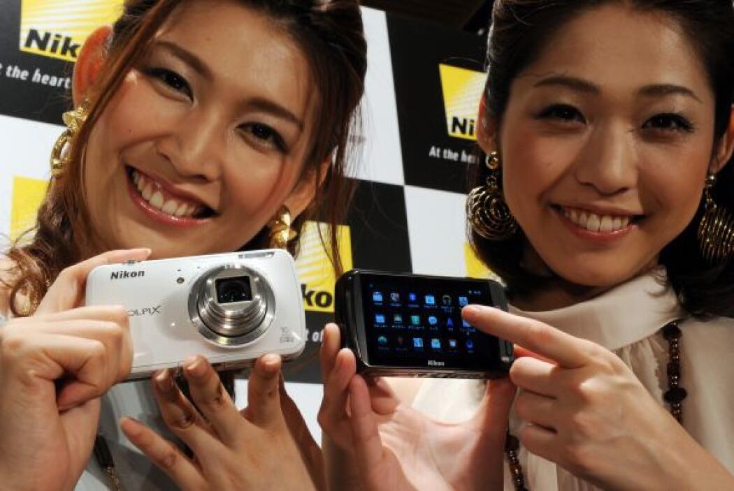 El costo aproximado de la Nikon Coolpix S800c es de $350.