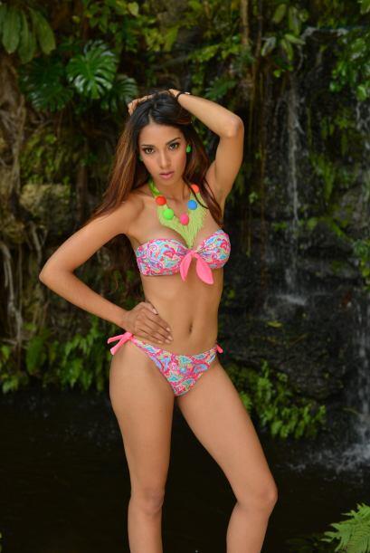 María del Carmen Grullón es una guapa estudiante que con su mirada seduc...