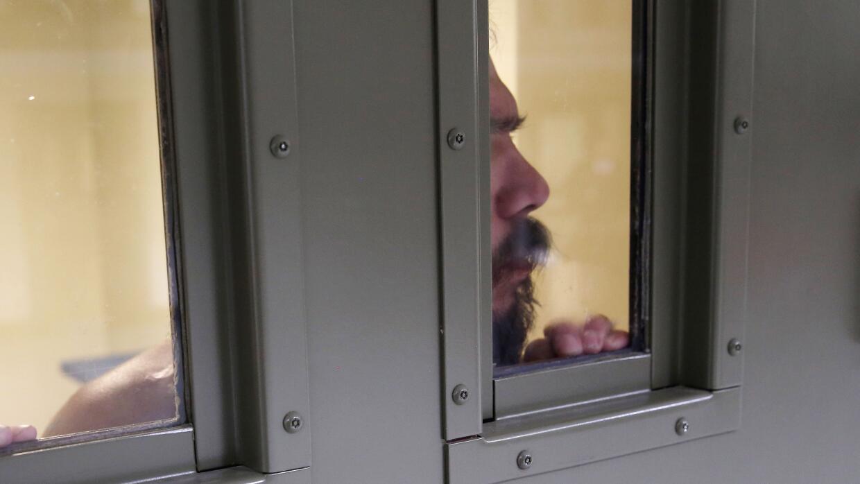 Inmigrante detenido en un centro de detención de ICE.