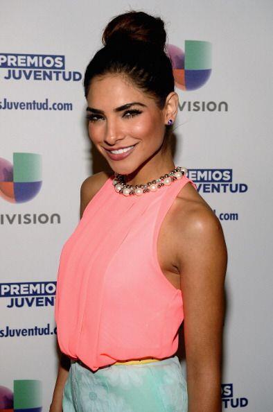 !Con el cabello recogido Alejandra también se veía hermosa...