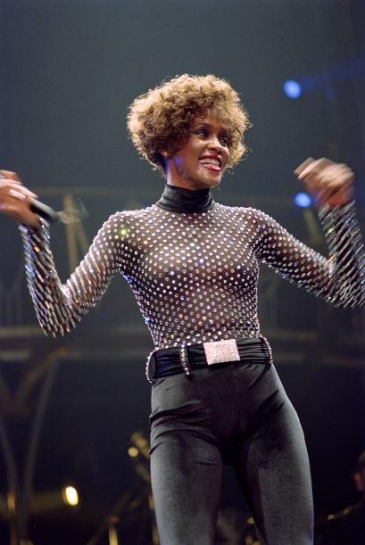 Whitney Houston Sin duda una de las cantantes más famosas de los...