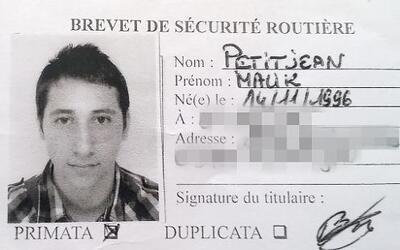 Carnet de conducir de Petitjean Malik, uno de los atacantes de una igles...