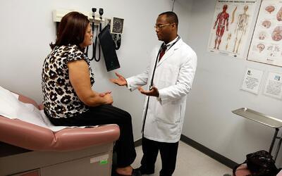 Expertos estiman que en EEUU los pacientes pagan unos 200 mil millones d...