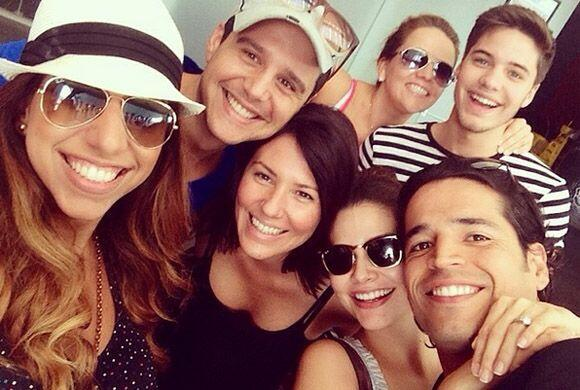 La primer selfie mañanera con los novios y parte del equipo de Univision...