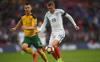 De Foe y Vardy definen el triunfo de Inglaterra sobre Lituanua