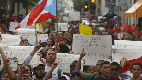 Estudiantes protestan contra el recorte de 300 millones de dólares que p...