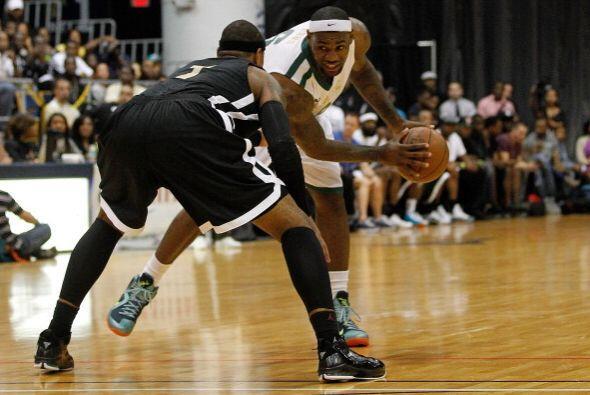 James y Carmelo Anthony se vieron las caras durante este juego.
