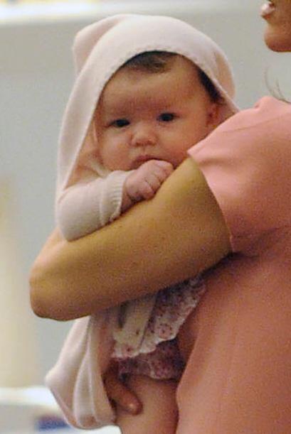 Victoria nunca se separa de su nena.  Mira aquí los videos m&aacu...