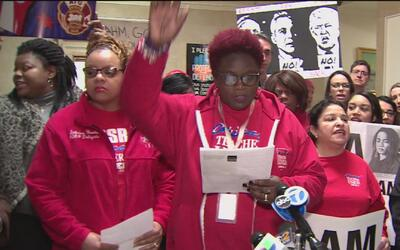 Maestros de Chicago protestan contra el alcalde Rahm Emanuel