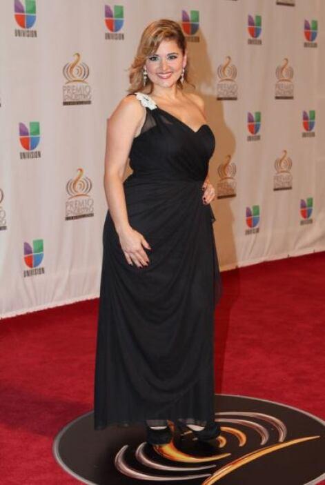 María Fernanda López, reportera de Noticias 23 en Miami, muy elegante de...