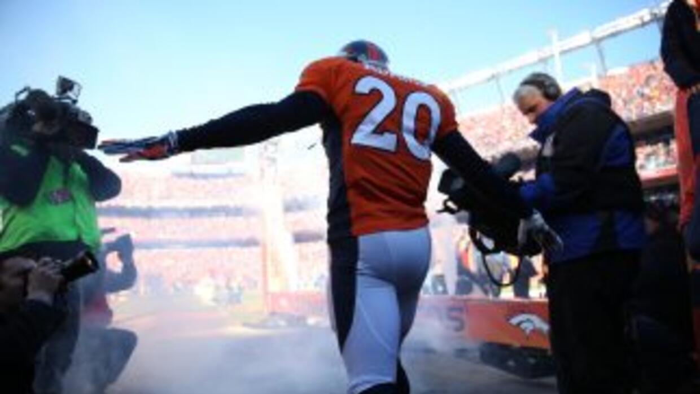 Mike Adams planea caminar con casco y hombreras hasta su casa (AP-NFL).