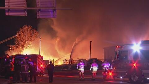 Voraz incendio en Belt Line puso a batallar a varios departamentos de bo...