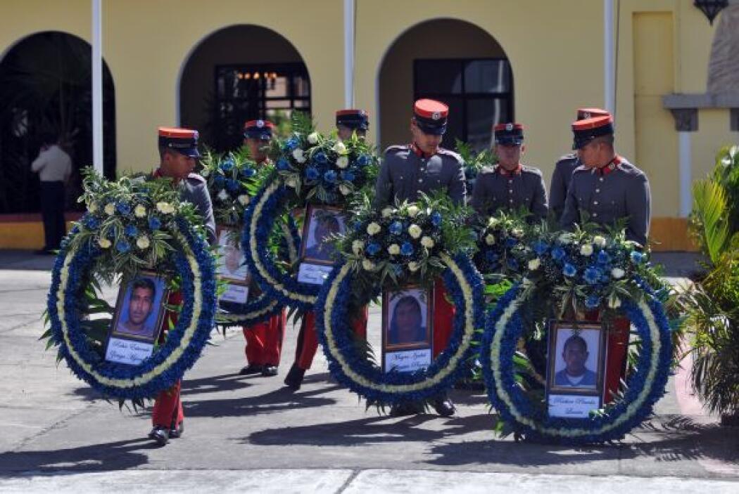 Para el 8 de octubre de 2010, se habían reconocido 50 de los 72 cuerpos,...