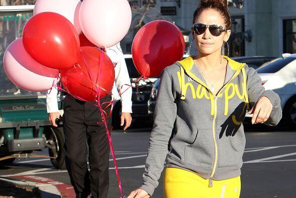 Con las tarjetas y los globos, lograron un lindo detalle de San Valentín...