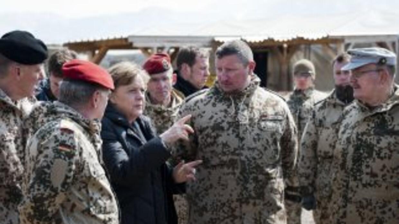 La canciller de Alemania hizo una visita sorpresa a las tropas de su paí...