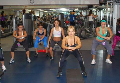Este grupo de chicas tiene que poner especial atención en sus piernas.