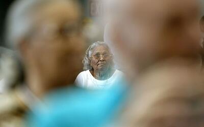 Este estudio que examina la población de la tercera edad hall&oac...