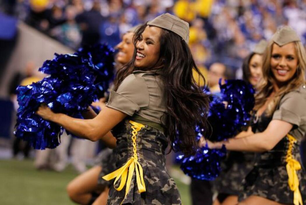 ¡Hermoso! detalle de las cheerleaders de la NFL para reconocer a los mie...