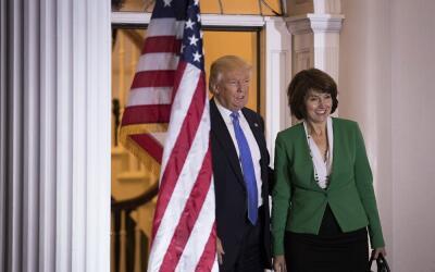Donald Trump y Cathy McMorris Rodgers, antes de reunirse el pasado 20 de...