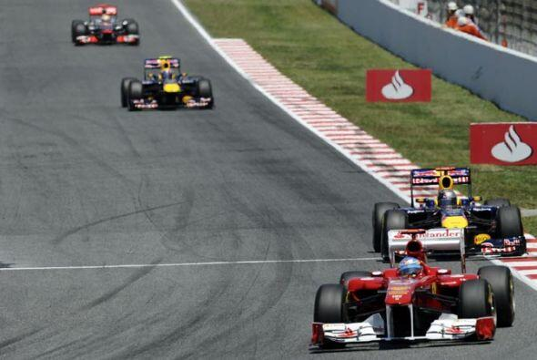 Antes de completar la primera vuelta, Alonso le sacó más d...