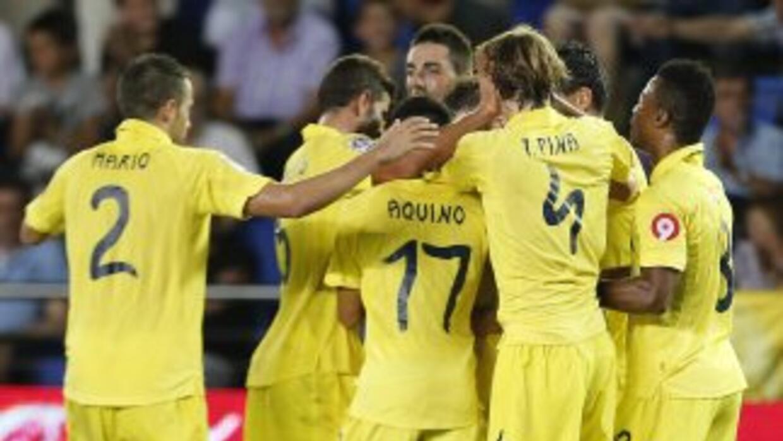 El Villarreal celebra el gol de Cani, que le dio la victoria ante Vallad...