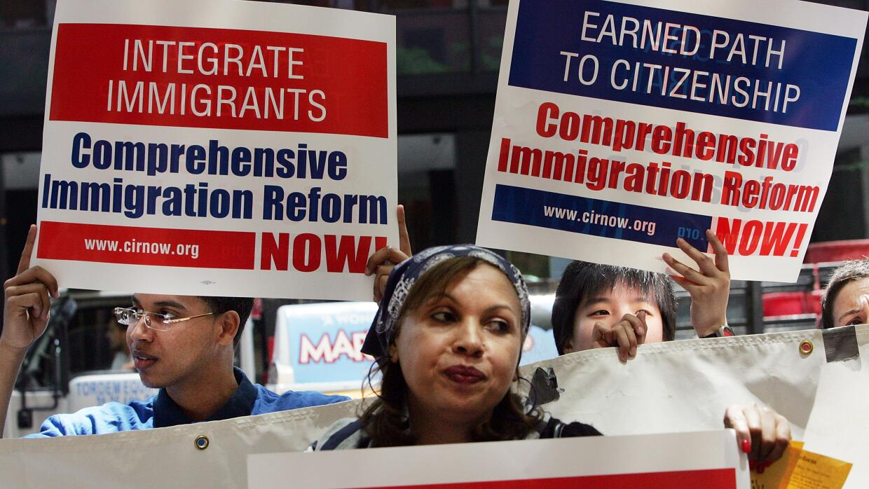 Sanders votó con los Republicanos GettyImages-Integrate%20immigrants.jpg