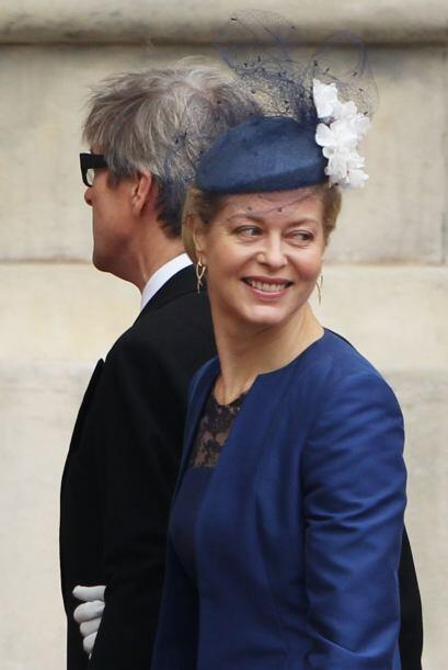 Lady Helen Taylor lució un pequeño tocado en color azul marino con tul y...