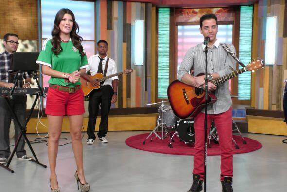 Ana Patricia presentó en el foro de Despierta América a Víctor Muñoz.