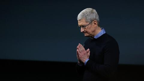 Tim Cook ahora presenta a Apple como una empresa de servicios, adem&aacu...