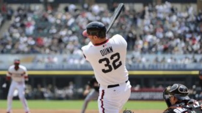Dunn despachó jonrón con hombre en base.