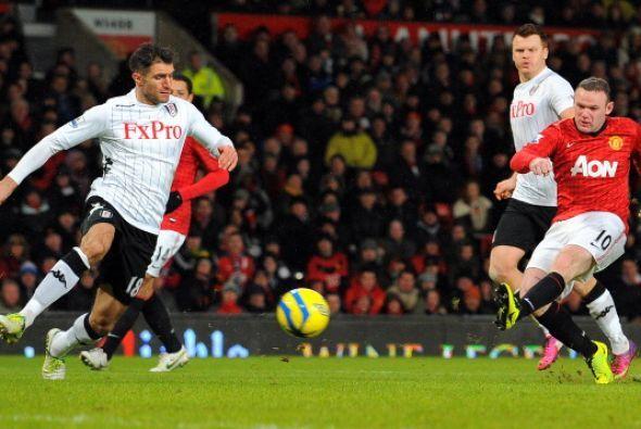 En la segunda parte una gran jugada de Rooney terminó con este remate qu...