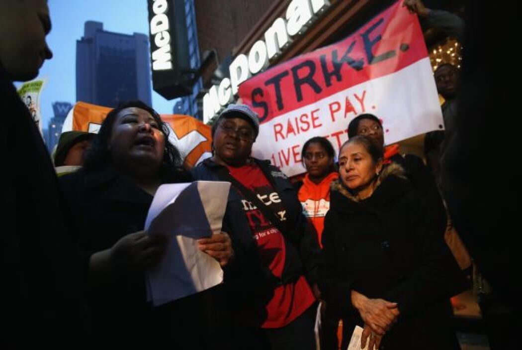 Demandan elevar el actual salario mínimo federal de 7.25 dólares a 15 dó...