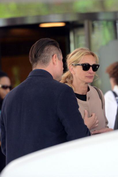 Julia asistió sola, ya que su marido y sus hijos se quedaron en el hotel...