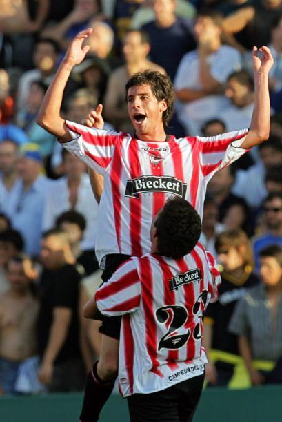 Tras el comienzo de la era profesional del fútbol argentino en 19...