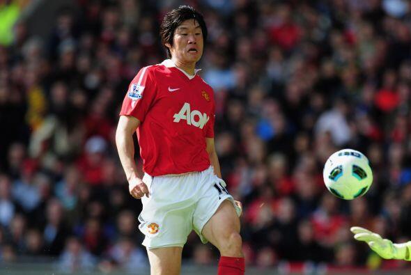 Park Ji-Sung alterna la titularidad pero cuando le toca entrar lo aprove...