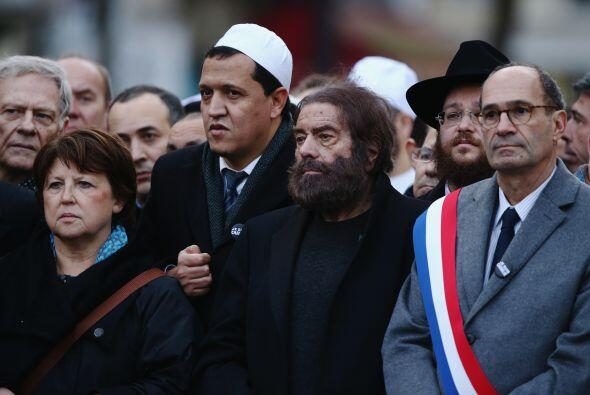 Acudieron además representantes de varias religiones y políticos franceses.