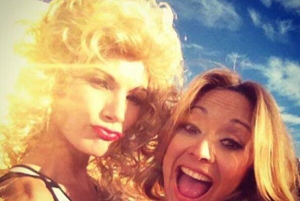 Verónica Bastos muy bien acompañada de Britney Lópe...