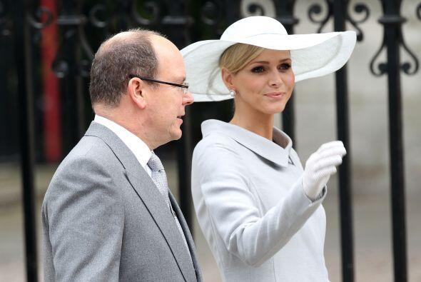 Charlene Wittstock, la prometida de Alberto de Mónaco, usó una pamela en...